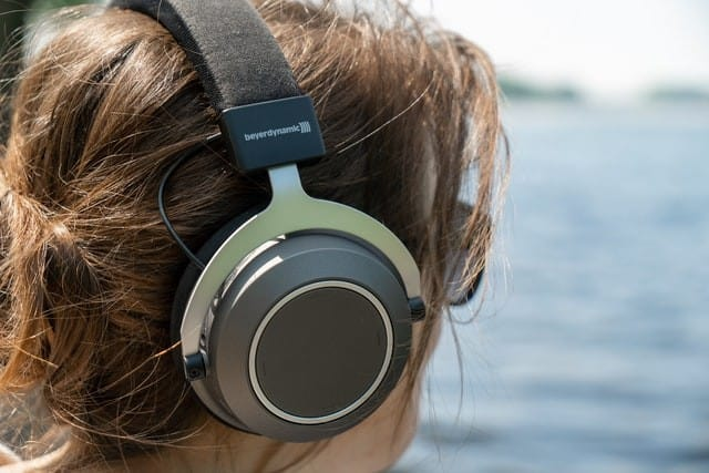 How To Avoid Damaging Ears With Headphones